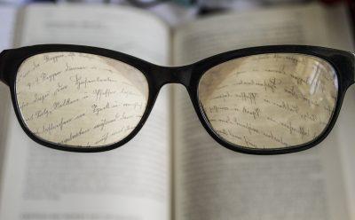 glasses-2304187_1280